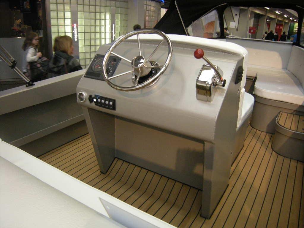 Bullit 600 inboard 2