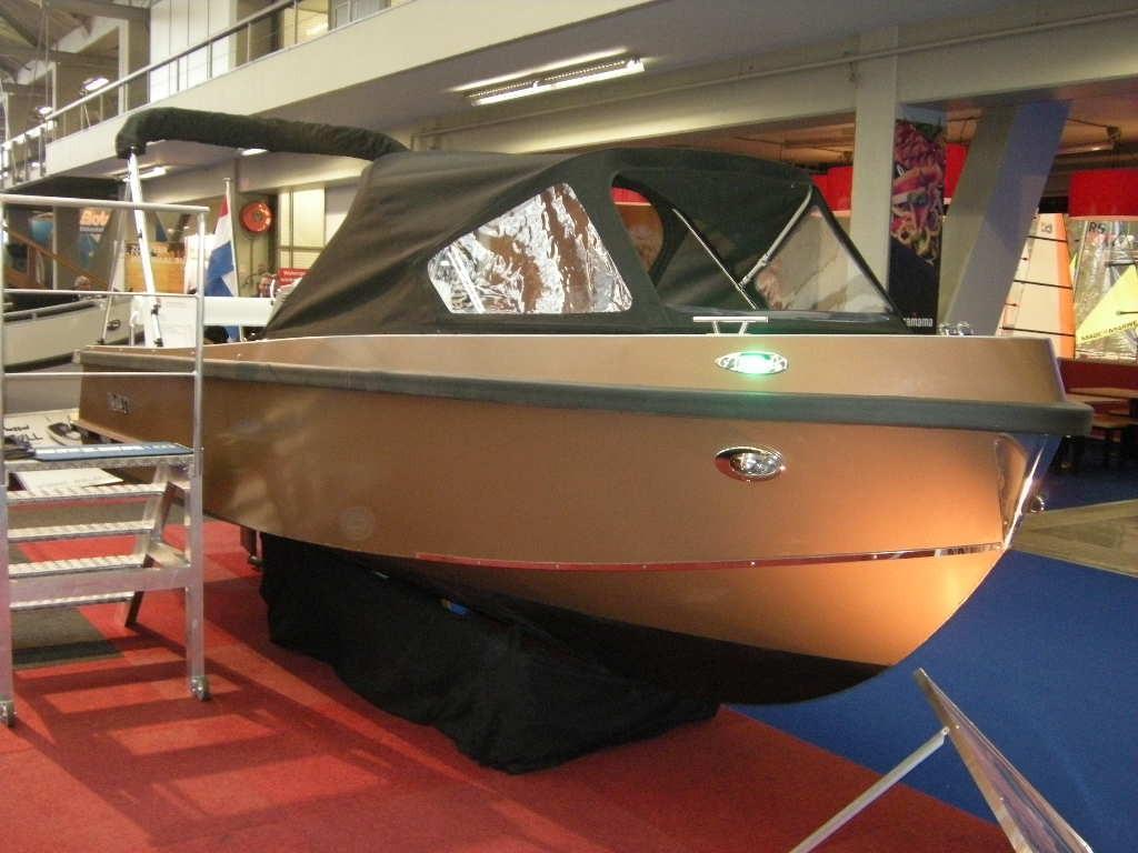 Bullit 600 inboard 3