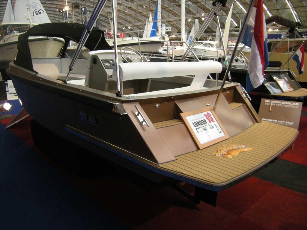 Bullit 600 inboard 7