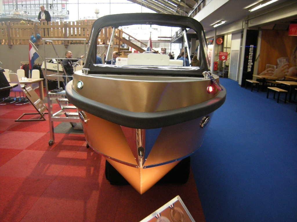 Bullit 600 inboard 8