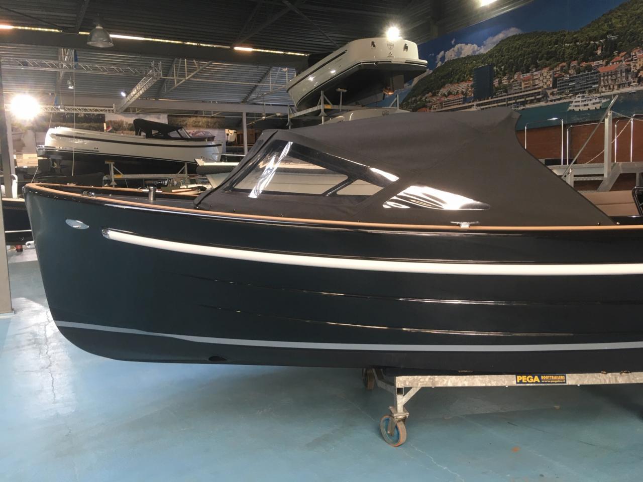 Antaris Sixty6 zwart met 52 pk Vetus 8