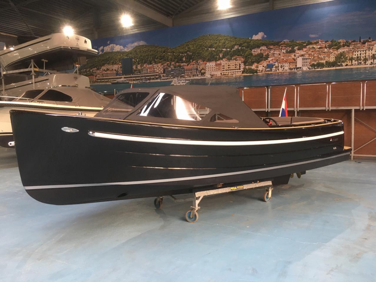 Antaris Sixty6 zwart met 52 pk Vetus 18