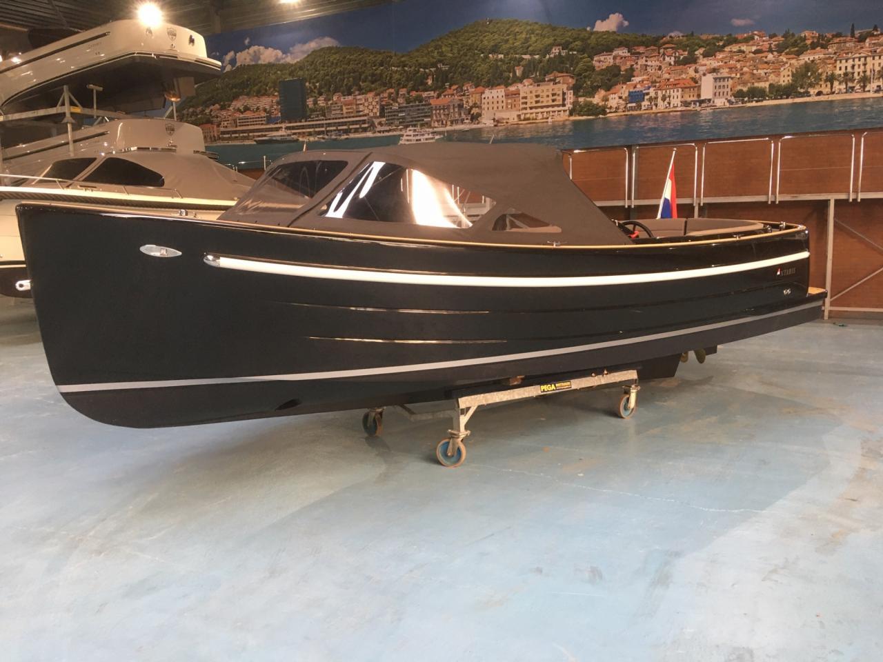 Antaris Sixty6 zwart met 52 pk Vetus 4