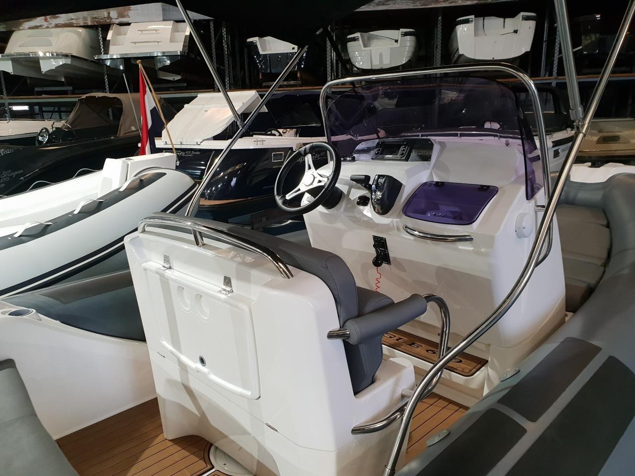 Brig eagle 650 met Evinrude E-tec 300 pk motor 5