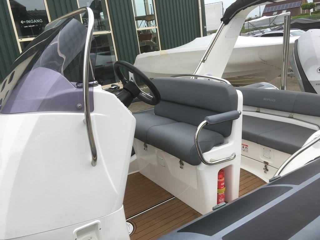 Brig eagle 650 met Evinrude E-tec 300 pk motor 8