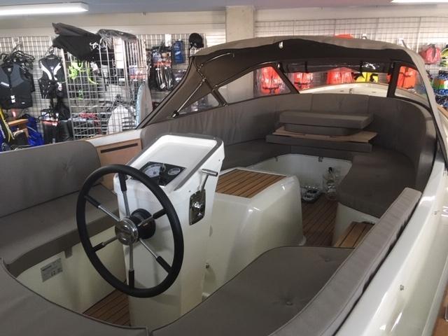 Antaris fifty5 pebble grey met 27 pk Vetus diesel 5