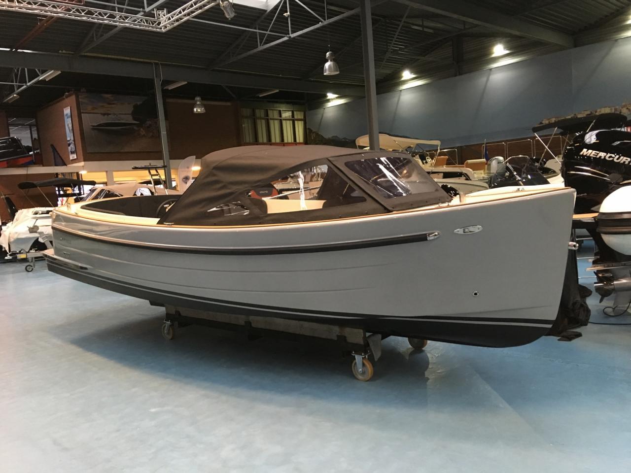 Antaris sixty6 grijs met 42 pk Vetus 4