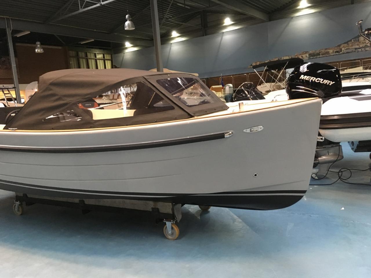Antaris sixty6 grijs met 42 pk Vetus 2