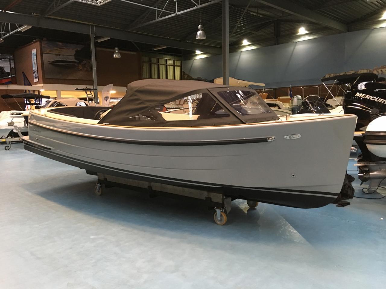 Antaris sixty6 grijs met 42 pk Vetus 1