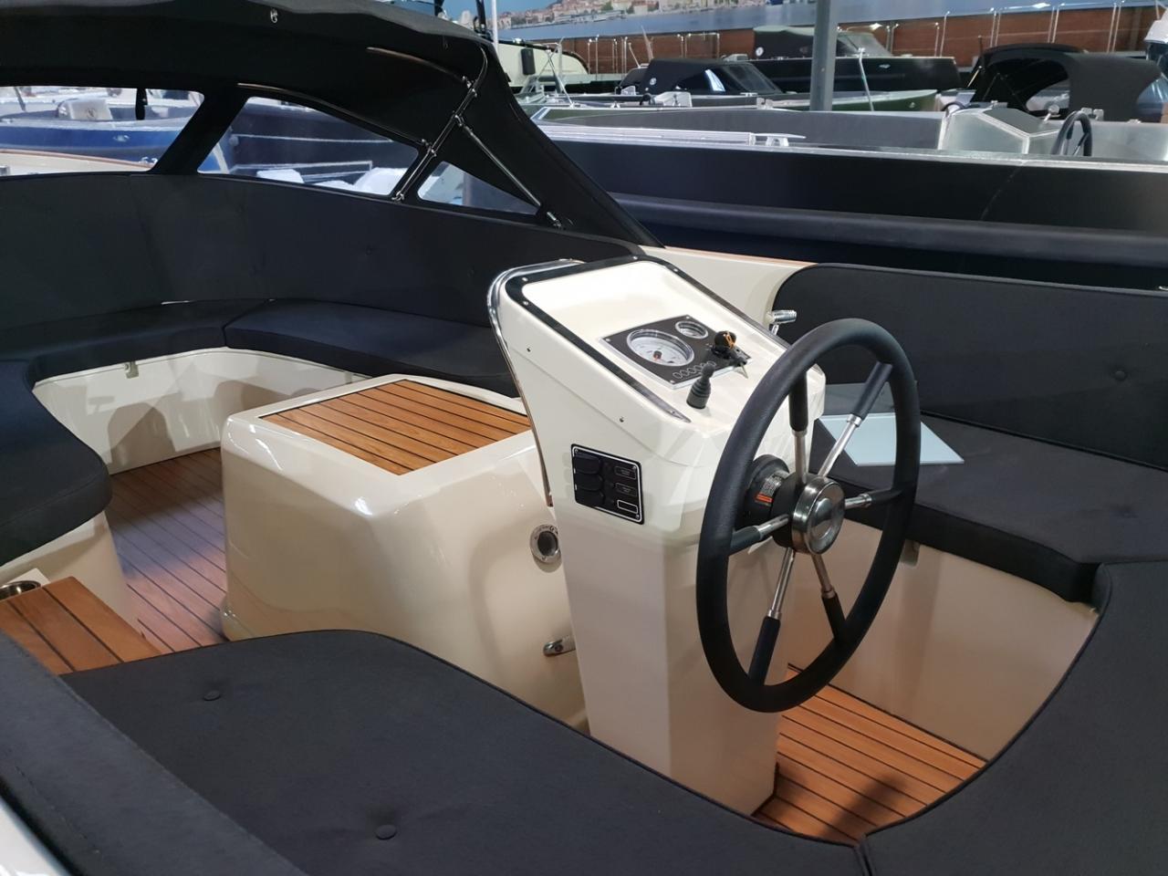 Antaris Fifty5 zwart met 27 pk diesel 24