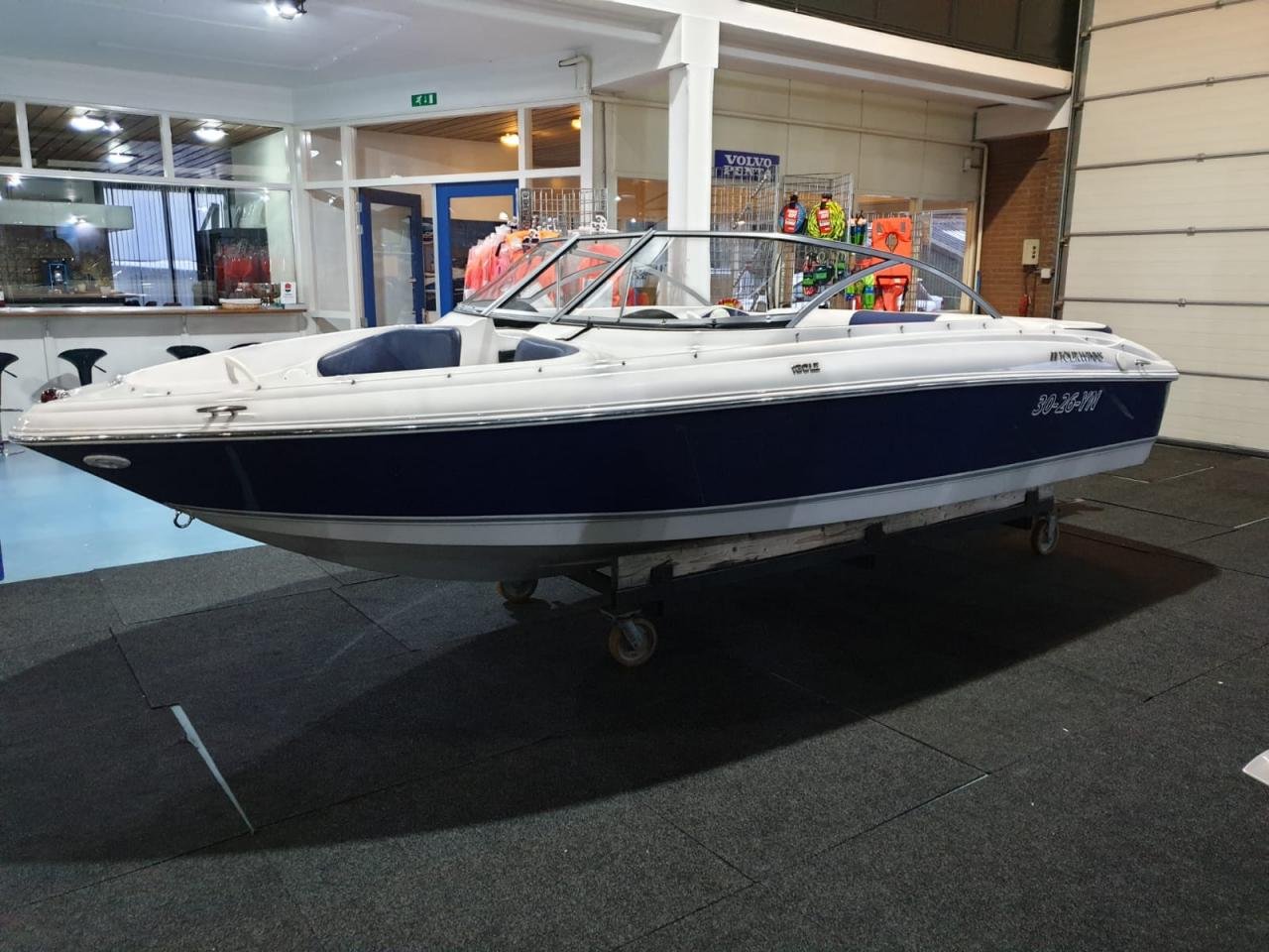 Four Winns 180 LE met Mercruiser 3.0 liter 1