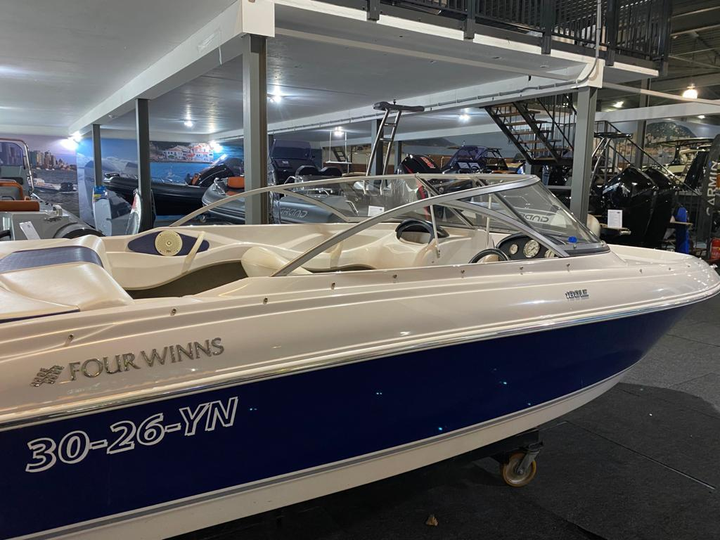 Four Winns 180 LE met Mercruiser 3.0 liter 10