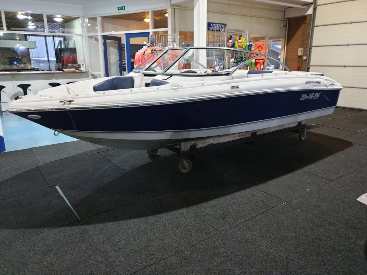 Four Winns 180 LE met Mercruiser 3.0 liter 2
