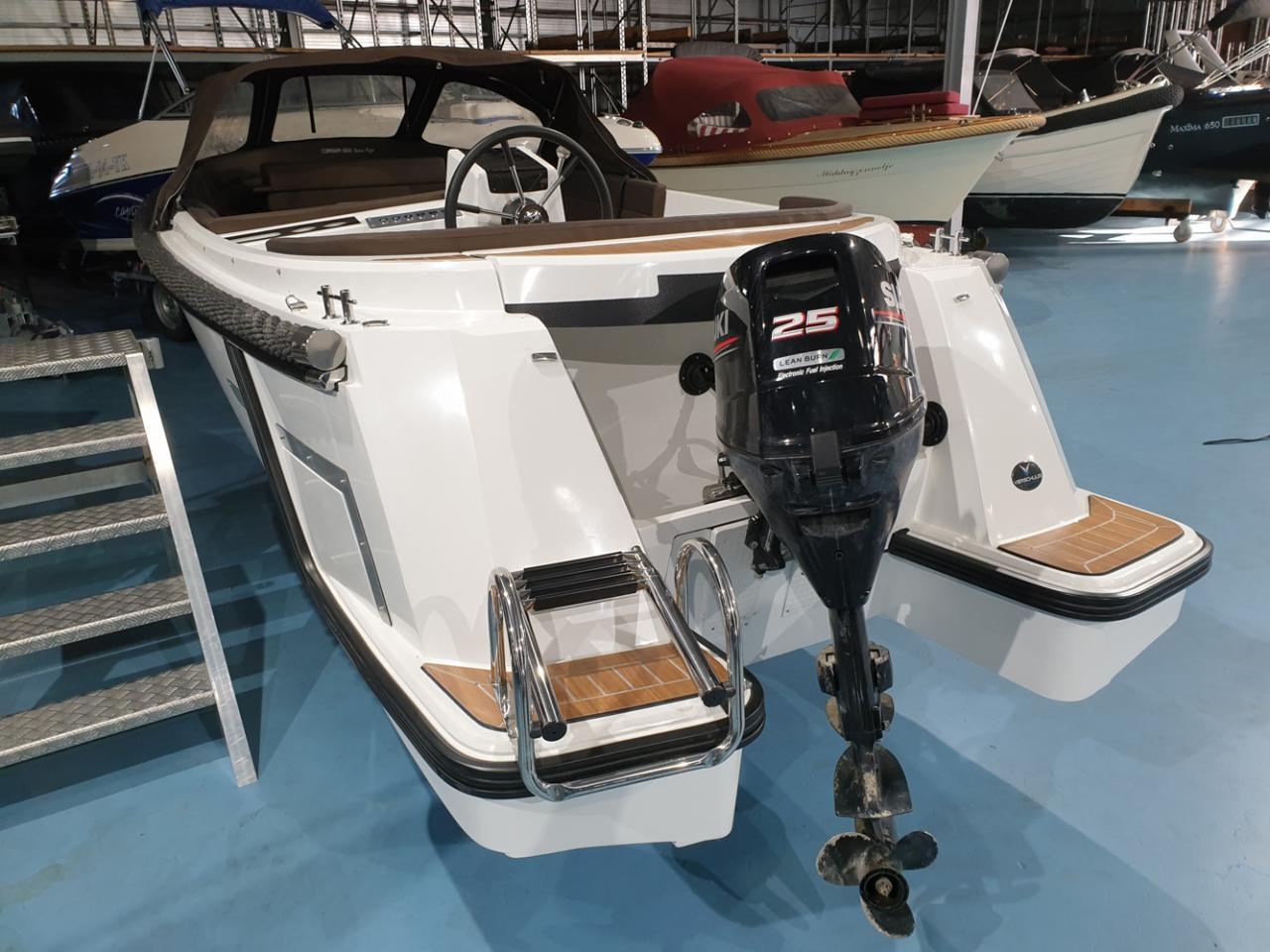 Corsiva 565 tender met Suzuki 25 pk 5