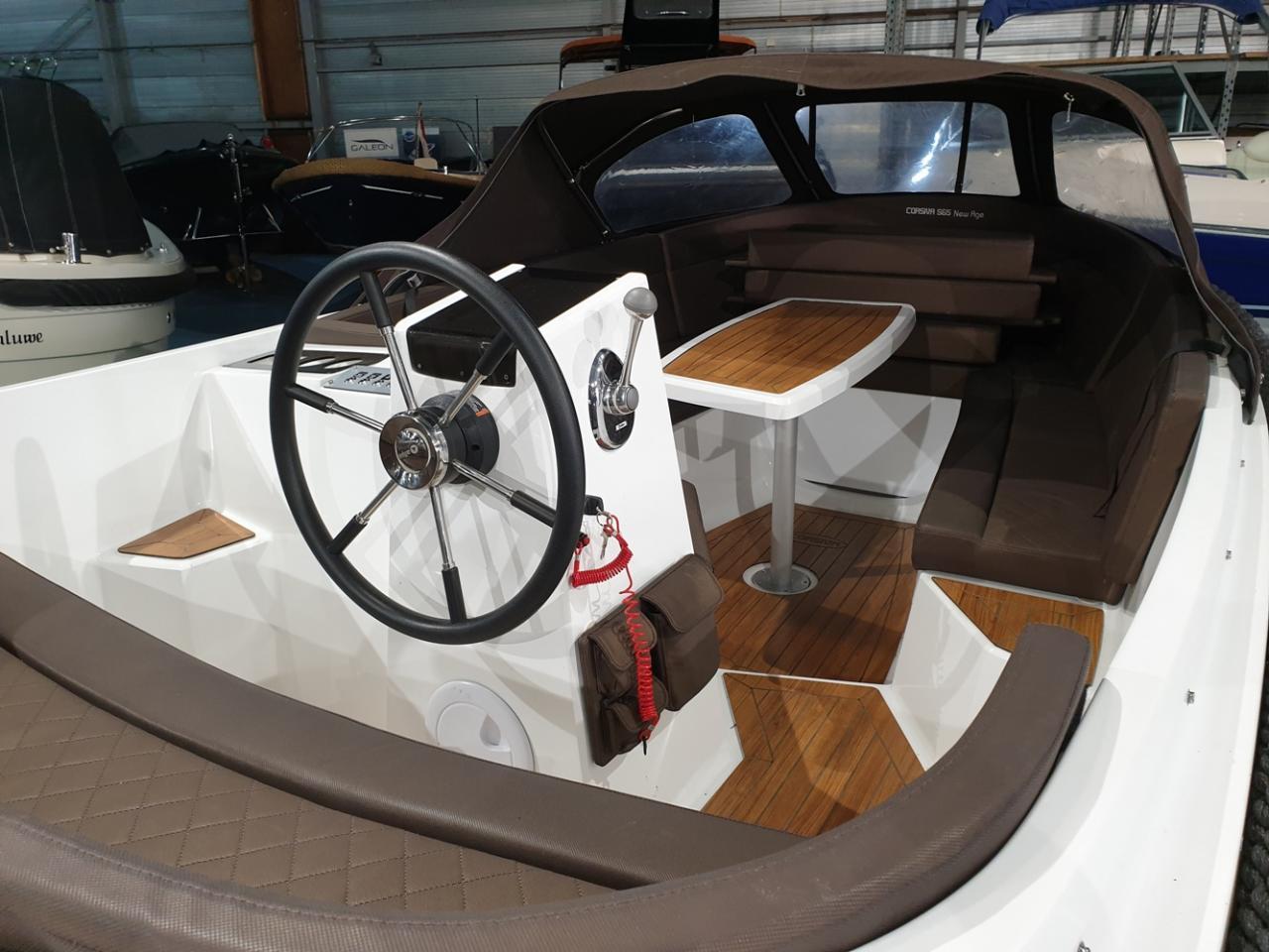 Corsiva 565 tender met Suzuki 25 pk 4