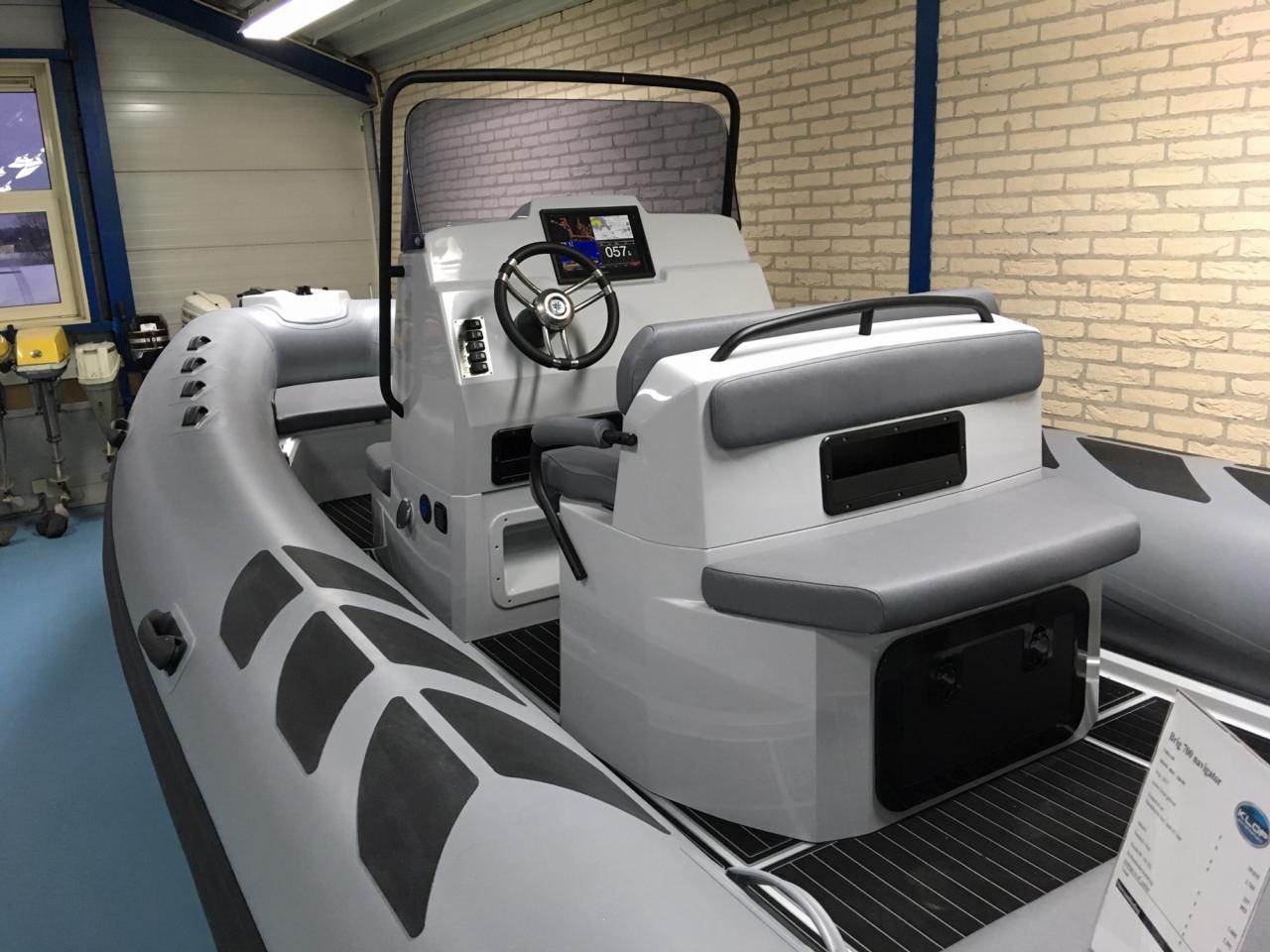 Brig 700 navigator met Honda BF 150 XU 7