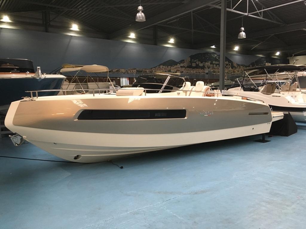Invictus 280 GT sportboot met V8 350 pk JONG GEBRUIKT 2