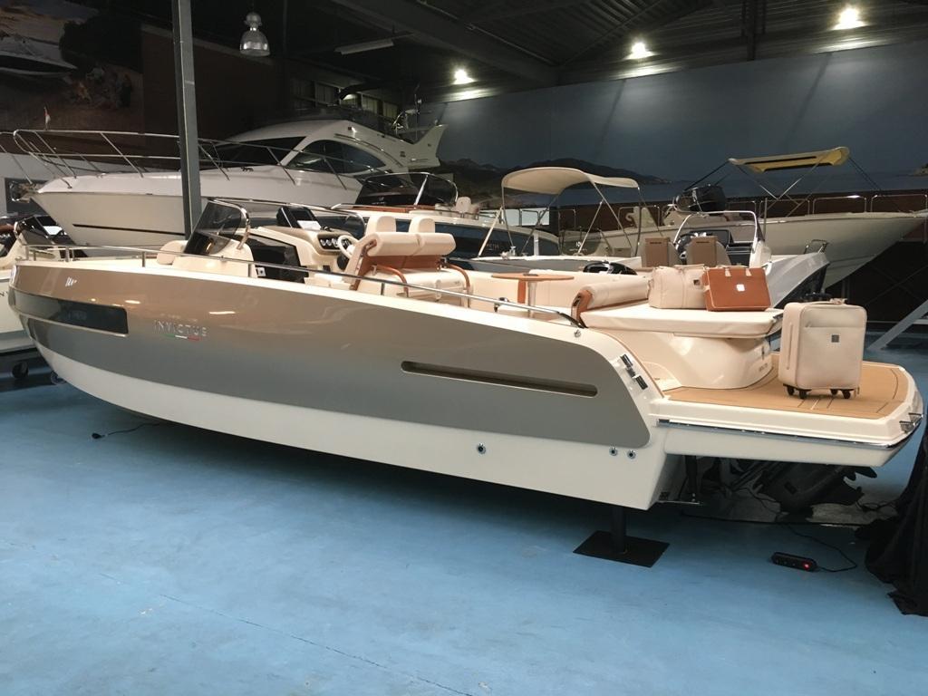 Invictus 280 GT sportboot met V8 350 pk JONG GEBRUIKT 3