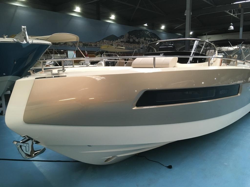Invictus 280 GT sportboot met V8 350 pk JONG GEBRUIKT 9