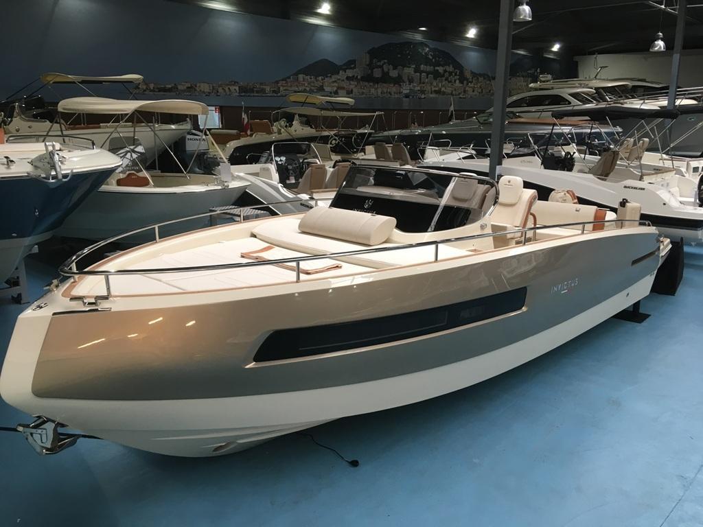 Invictus 280 GT sportboot met V8 350 pk JONG GEBRUIKT 6