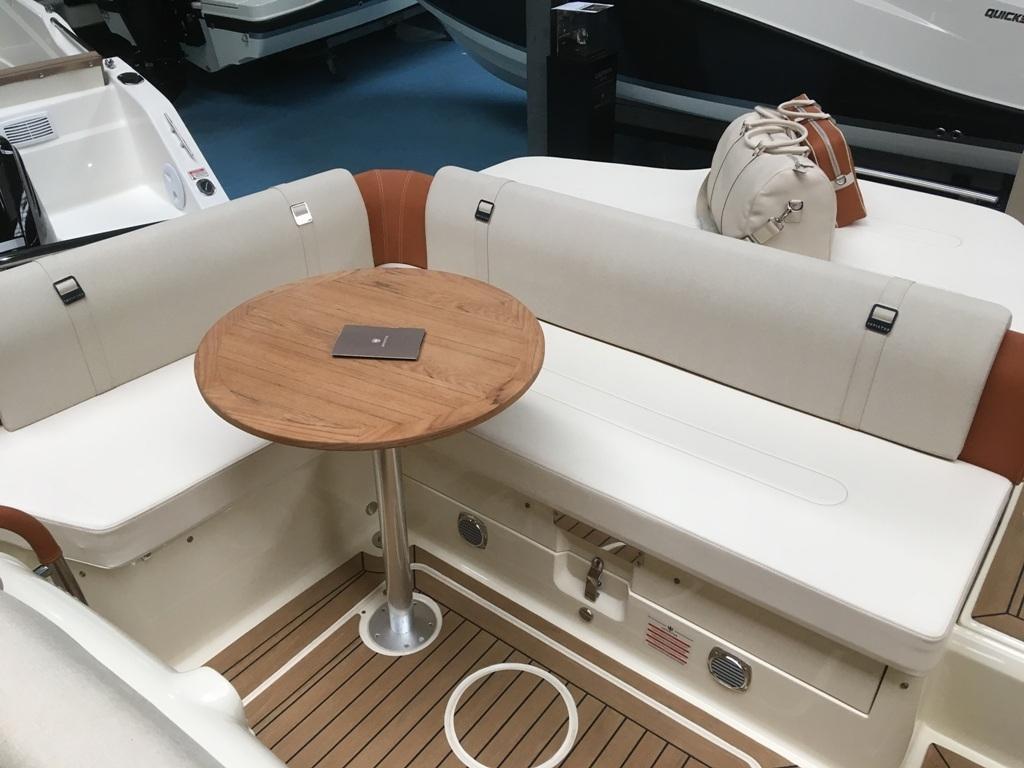 Invictus 280 GT sportboot met V8 350 pk JONG GEBRUIKT 12