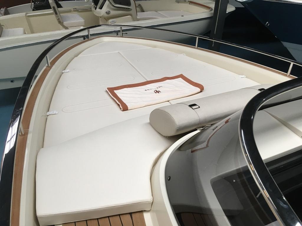 Invictus 280 GT sportboot met V8 350 pk JONG GEBRUIKT 16