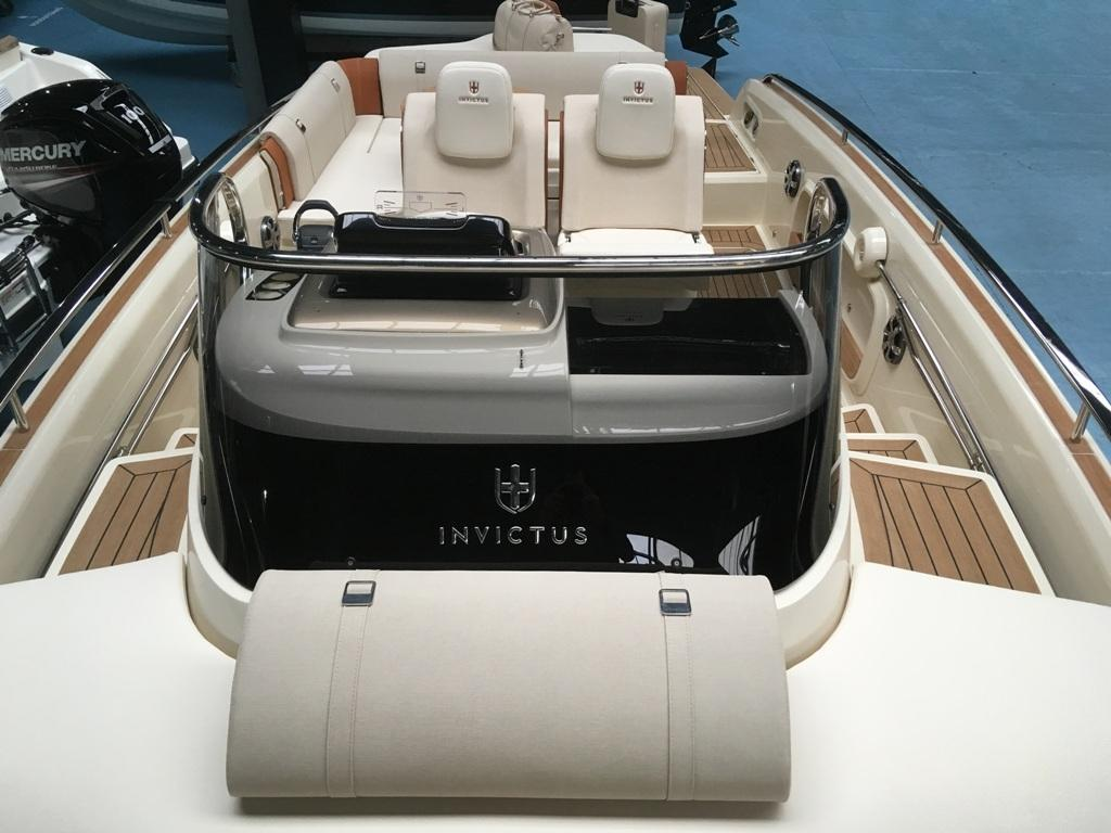 Invictus 280 GT sportboot met V8 350 pk JONG GEBRUIKT 18