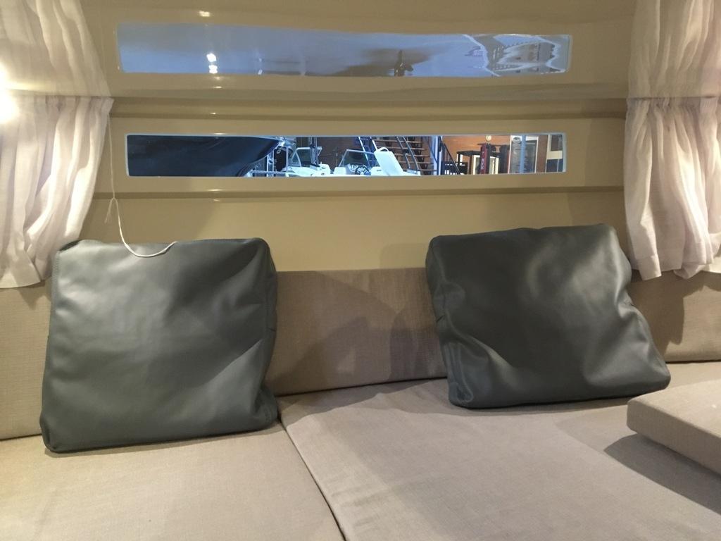 Invictus 280 GT sportboot met V8 350 pk JONG GEBRUIKT 24