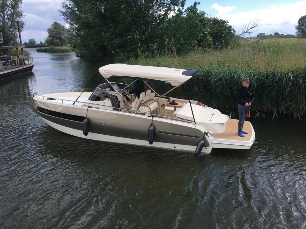 Invictus 280 GT sportboot met V8 350 pk JONG GEBRUIKT 1
