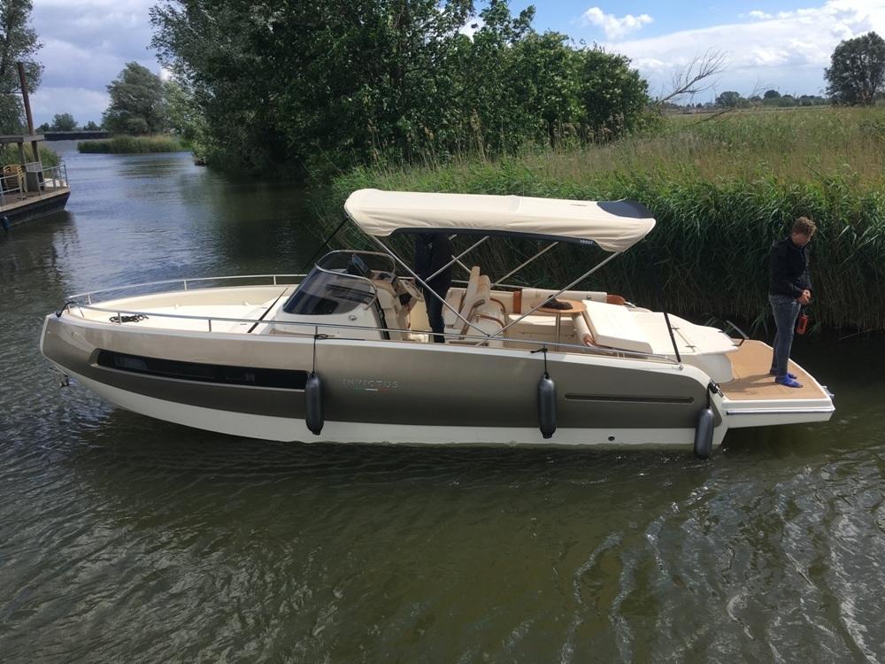 Invictus 280 GT sportboot met V8 350 pk JONG GEBRUIKT 25