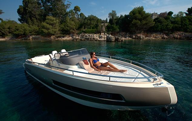 Invictus 280 GT sportboot met V8 350 pk JONG GEBRUIKT 13
