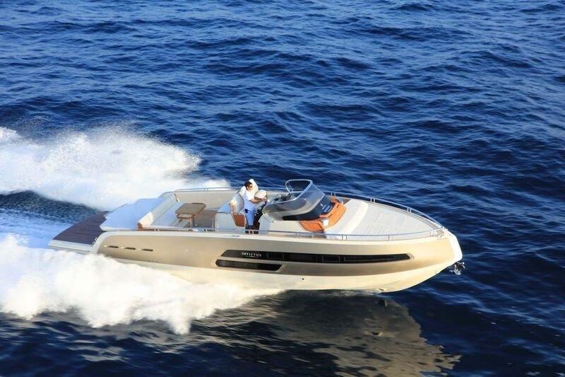 Invictus 280 GT sportboot met V8 350 pk JONG GEBRUIKT 7