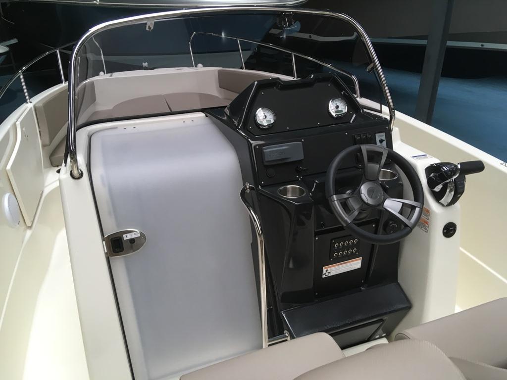 Quicksilver 755 activ open met Suzuki 300 pk! 10