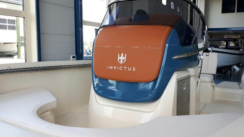 Invictus 200 fx blue whale met Suzuki 140 pk 3
