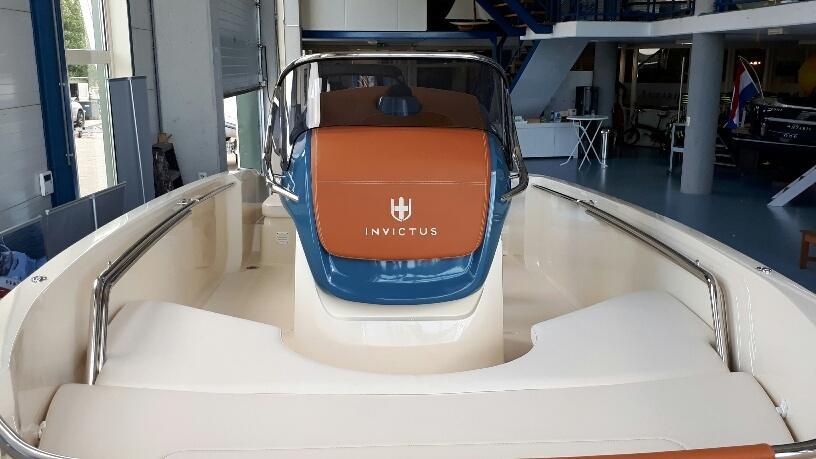 Invictus 200 fx blue whale met Suzuki 140 pk 10