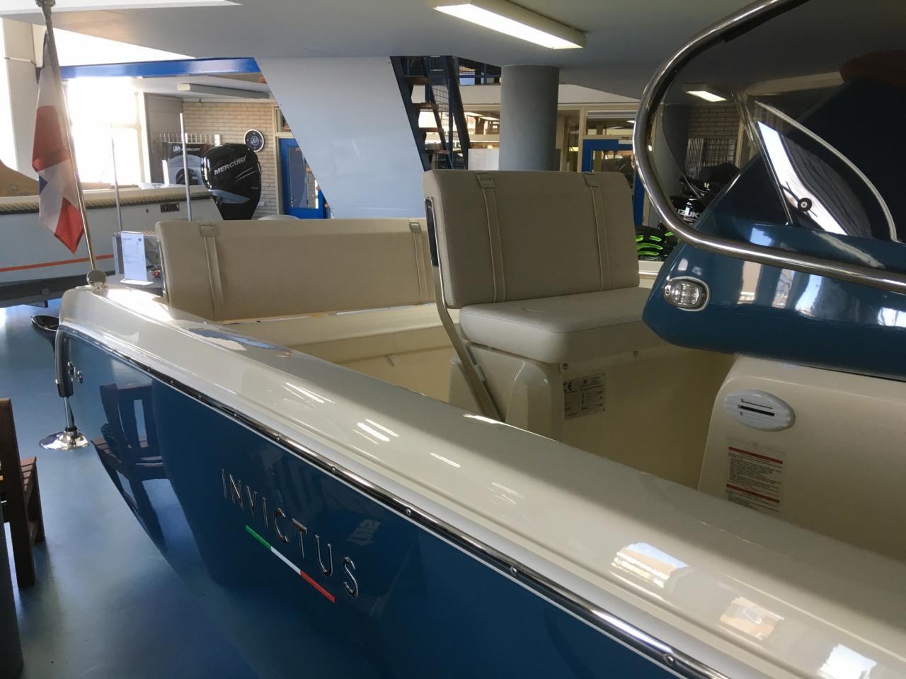 Invictus 200 fx blue whale met Suzuki 140 pk 14