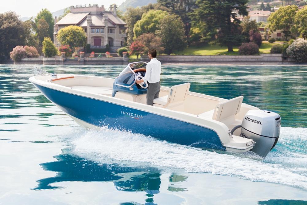 Invictus 200 fx blue whale met Suzuki 140 pk 1