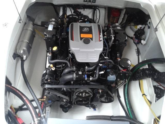Chaparral 225 SSI met Mercruiser 5.0 liter MPI 18