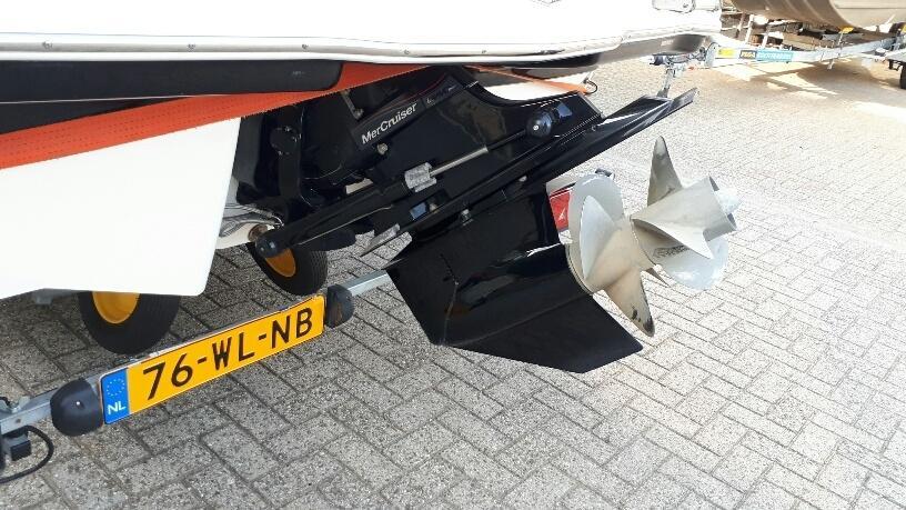 Chaparral 225 SSI met Mercruiser 5.0 liter MPI 19