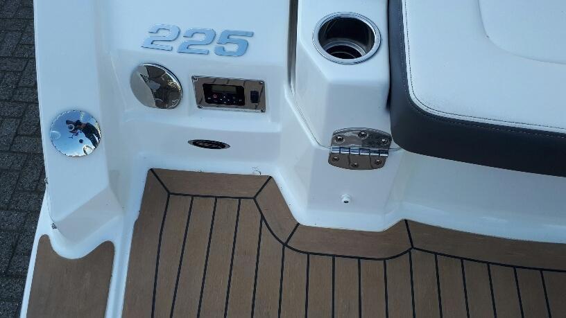 Chaparral 225 SSI met Mercruiser 5.0 liter MPI 25