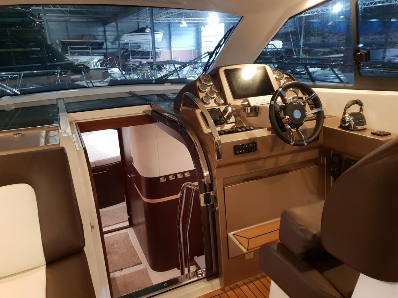 Galeon 405 HTL met 2 x Volvo Penta D4 300 pk 7
