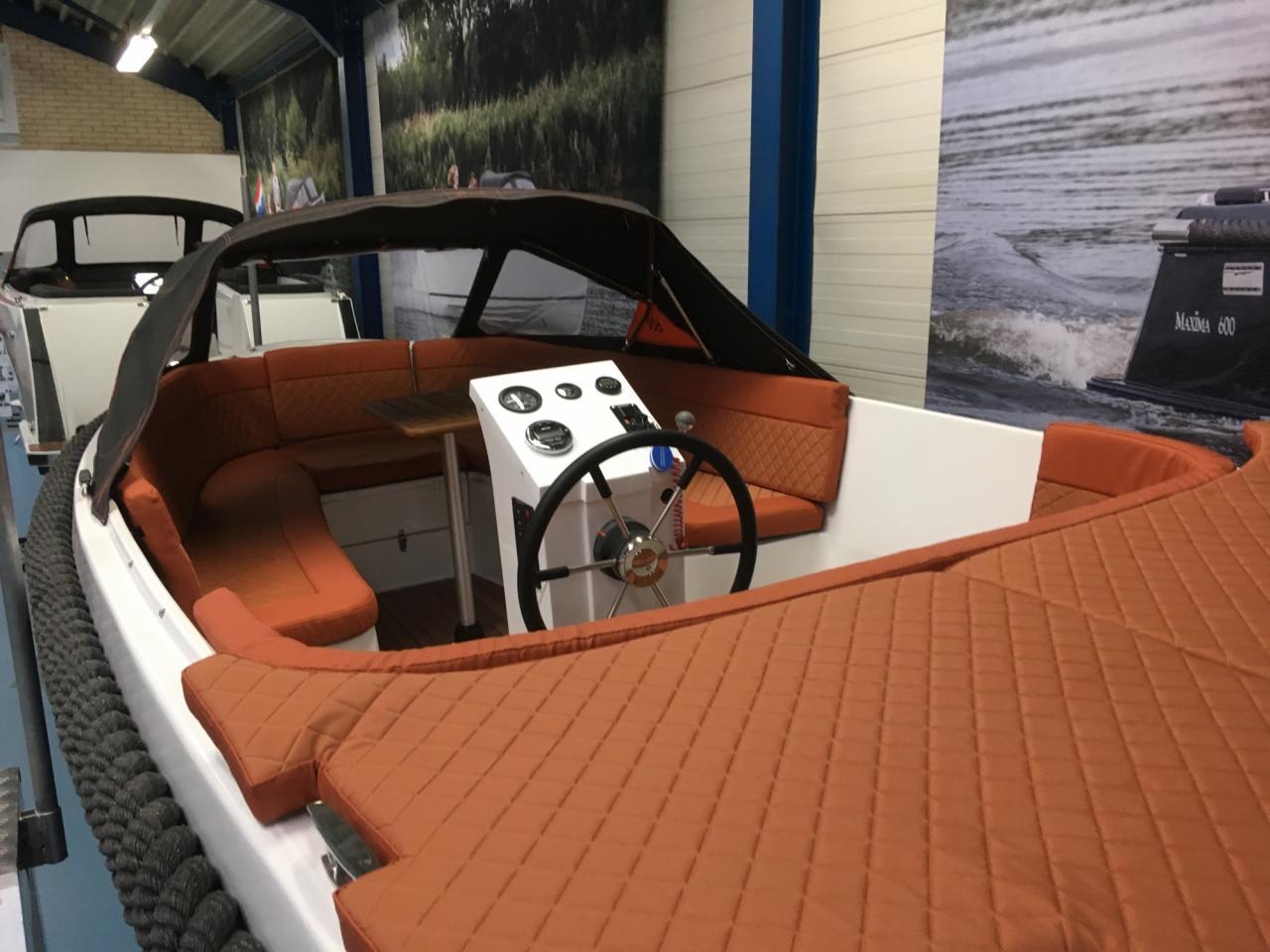 Maxima 600 tender met Honda 50 pk 5