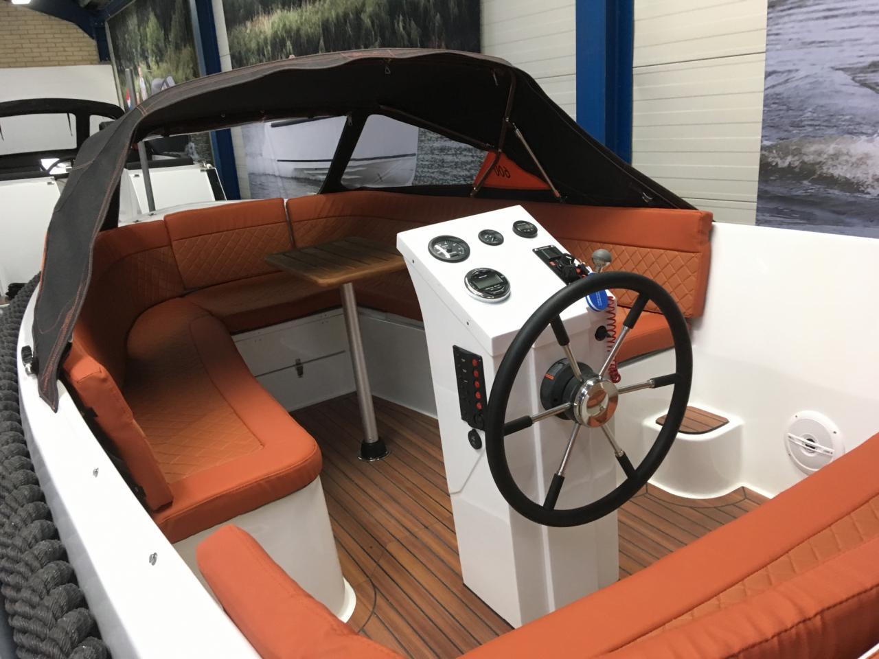 Maxima 600 tender met Honda 50 pk 6