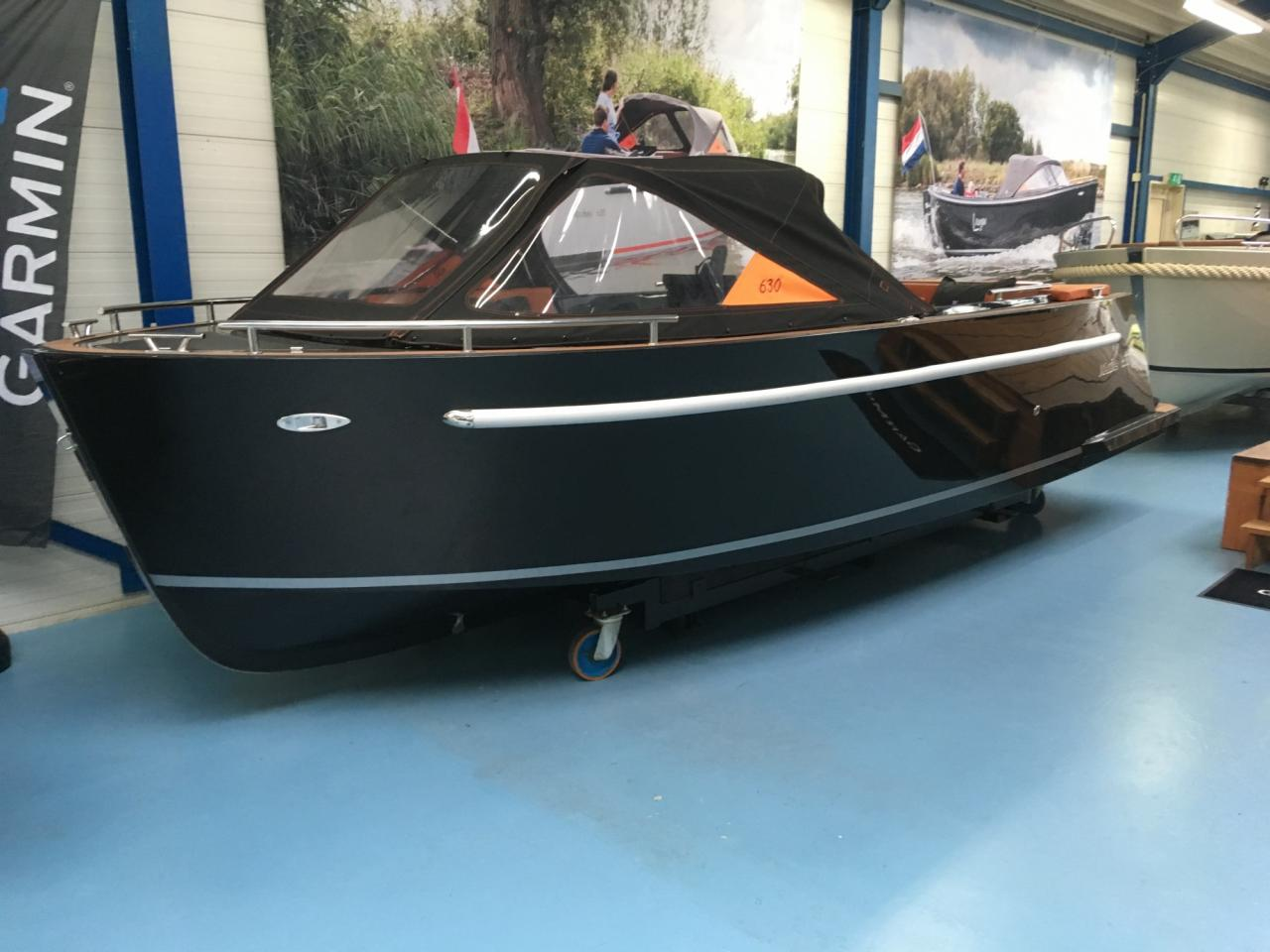 Maxima 630 zwart met Honda 60 pk in unieke kleurstelling! 3