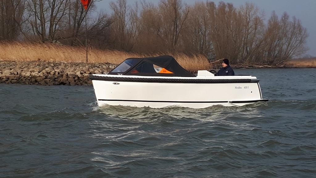 Maxima 600I tender met vetus 27 pk 1