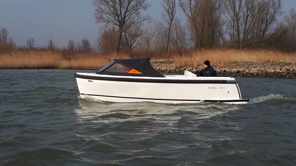 Maxima 600I tender met vetus 27 pk 11