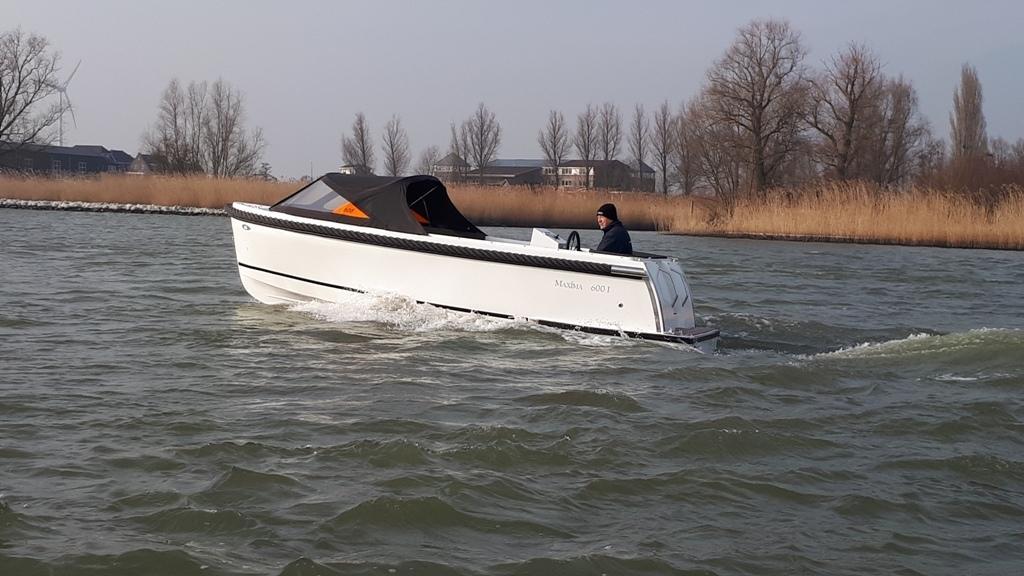 Maxima 600I tender met vetus 27 pk 15