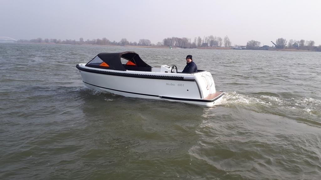 Maxima 600I tender met vetus 27 pk 17
