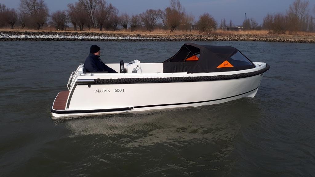 Maxima 600I tender met vetus 27 pk 19