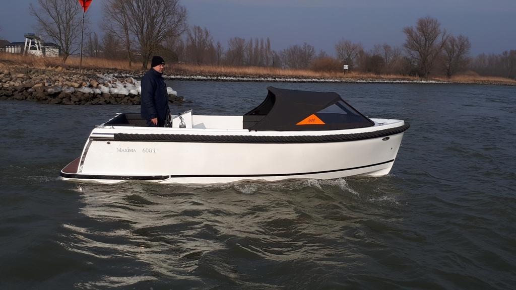 Maxima 600I tender met vetus 27 pk 20